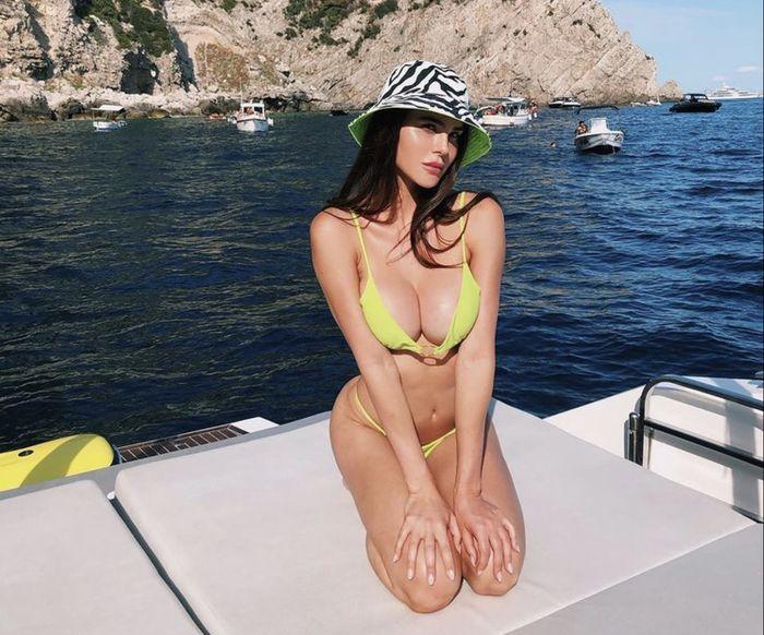 Итальянская версия Даши Савиной: Сильвия Карузо - великолепная ведущая футбольного шоу (Фото) 10