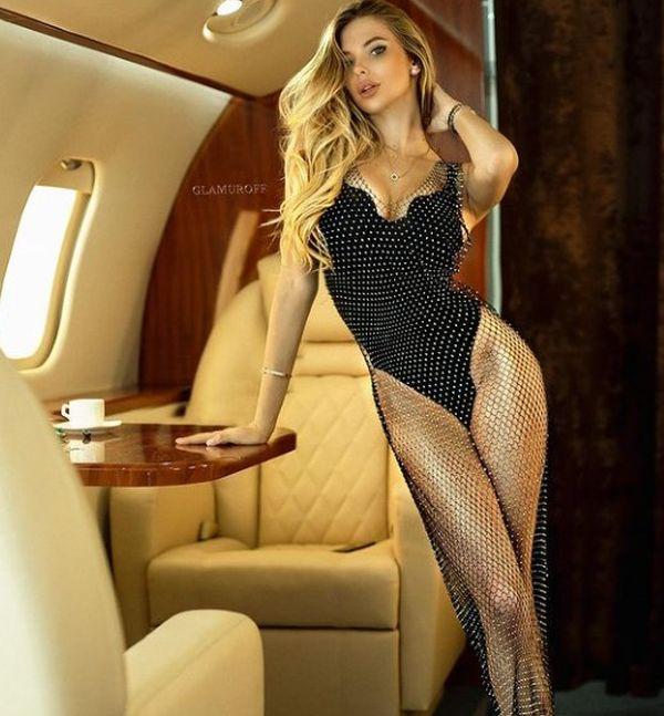 Прозрачное платье: Савина сделала необычные фото 3